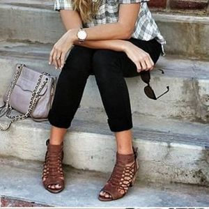 Nwot. Vince camuto Evel brown elastic lace sandal